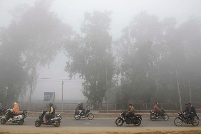 Indiens et Pakistanais suffoquent dans le brouillard de pollution