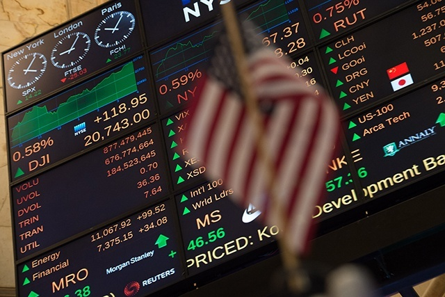 Le pétrole recule à New York, lesté par le forage aux Etats-Unis