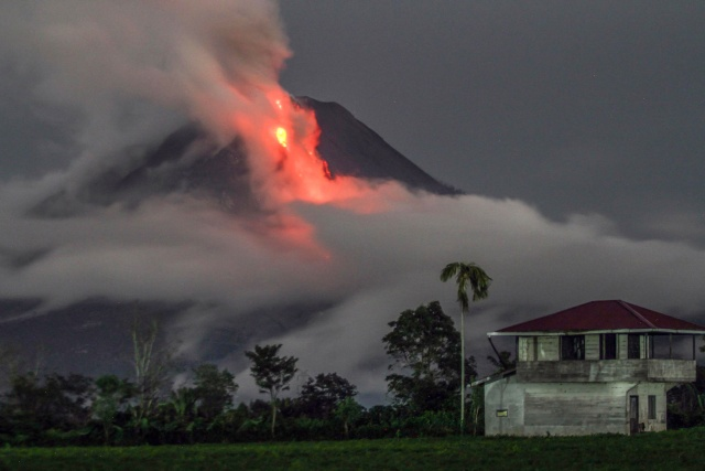 Bali Volcano Evacuees Outside Red Zone Fearful To Return Home