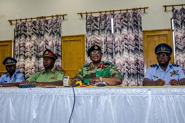 """Zimbabwe: l'armée annonce être intervenue contre des """"criminels"""" proches de Mugabe"""