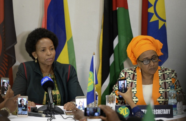 African Union lets SADC bloc take lead on Zimbabwe