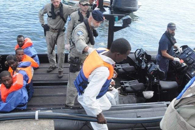 6 pirates somaliens présumés transférés aux Seychelles.