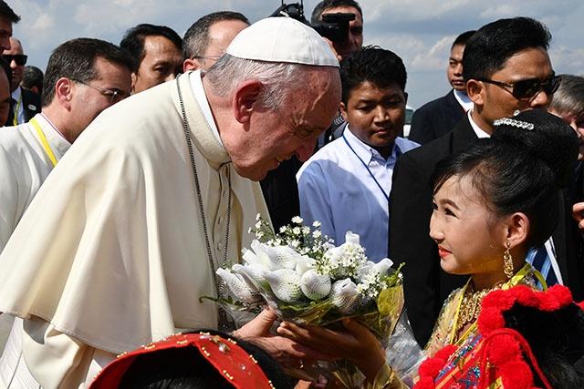 Le pape François en Birmanie pour une visite inédite