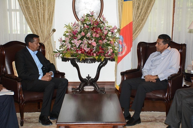 Somali official visits prison in Seychelles, encourages anti-piracy cooperation
