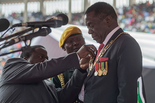 Zimbabwe: le président nomme deux hauts responsables militaires au gouvernement