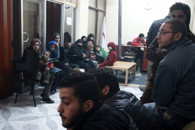 First few patients evacuated from besieged Syria rebel enclave