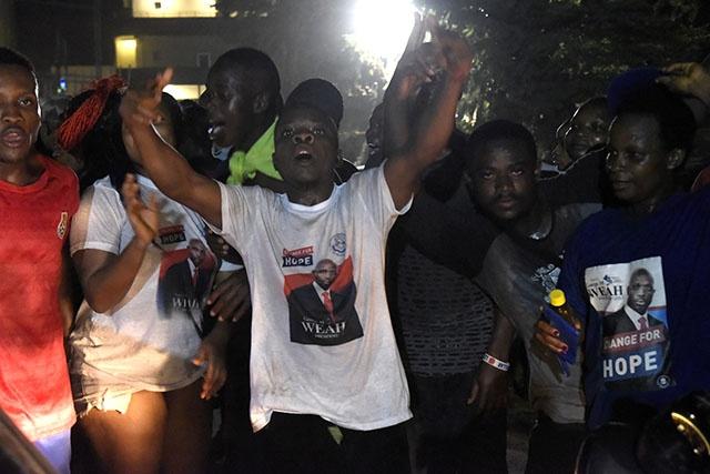 Monrovia exulte après la large victoire de la légende du foot George Weah