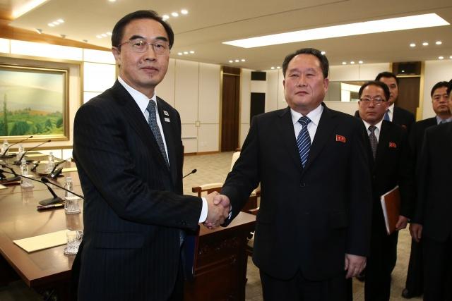 Korea's Moon willing to hold summit with Kim Jong-Un