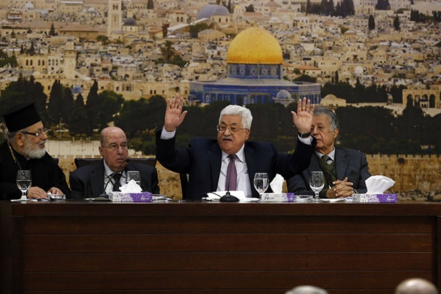 """L'offre de paix de Trump: la """"claque du siècle"""", selon le président palestinien"""