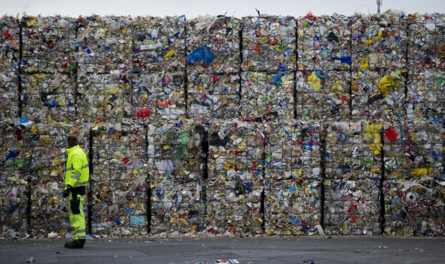 EU sets 2030 target for recyclable plastic packaging