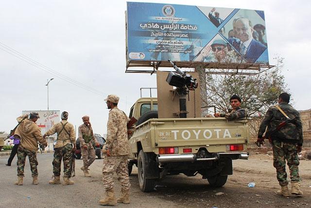 """Yémen: renforts séparatistes à Aden, le gouvernement dénonce des """"hors-la-loi"""""""
