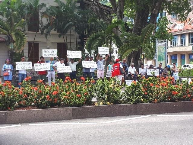 Des manifestants disent non à la base navale sur l'île d'Assomption aux Seychelles