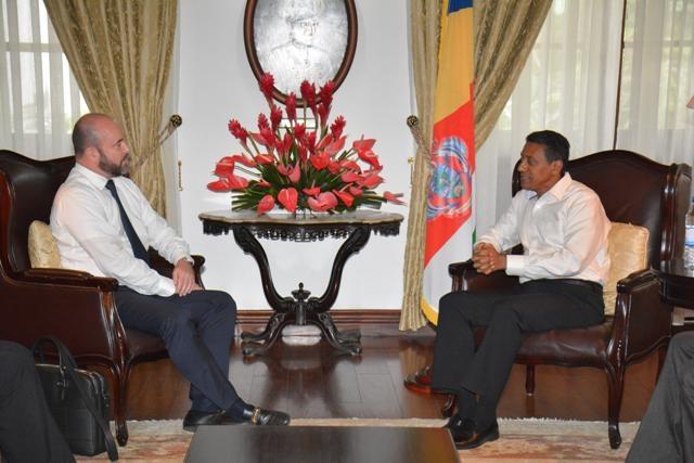 L'ambassadeur suisse encouragé par le futur vol direct entre Zurich et les Seychelles.