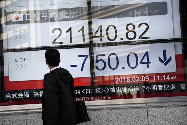Tokyo stocks briefly drop more than 700 points