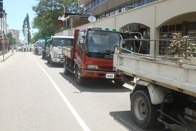 Des chauffeurs de camion protestent contre leur exclusion de l'agrandissement d'un barrage aux Seychelles