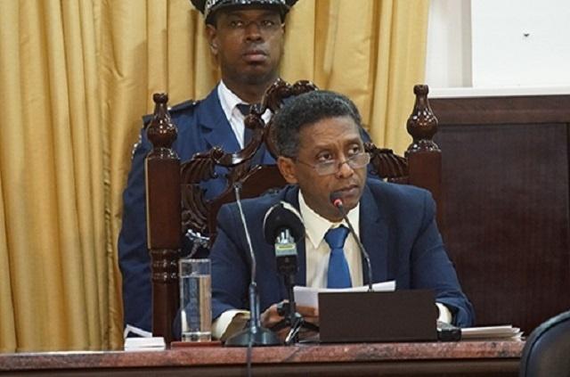 L'État de la nation : le président Faure annonce des mesures pour réduire le coût de la vie et des chantiers pour soutenir le développement des Seychelles.