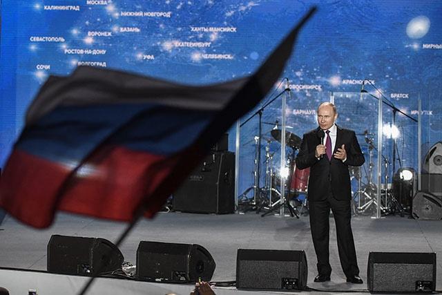 """Poutine analyse sa large victoire comme un signe de """"confiance"""" et d'""""espoir"""" des Russes"""