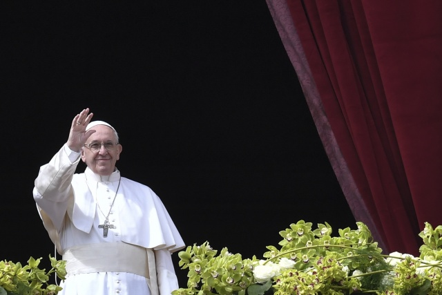 Pope urges end to 'carnage' in Syria in Easter message
