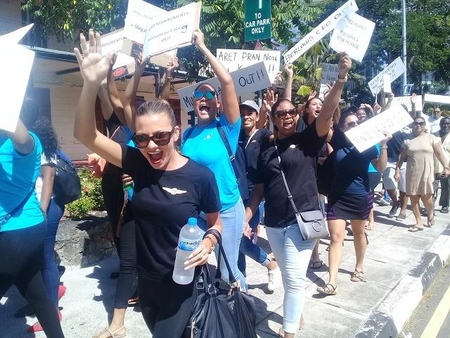 Les membres d'équipage de cabine d'Air Seychelles protestent contre des licenciements