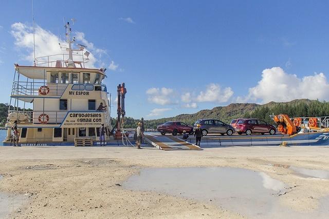 Cargo service to Seychelles' Praslin island praised by customers