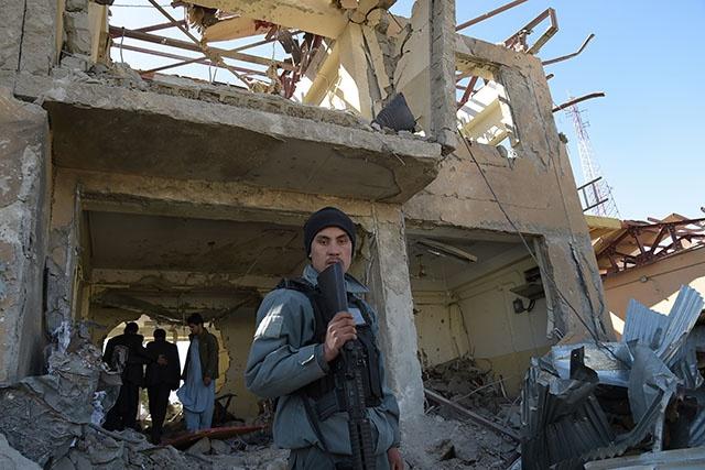 Ouest de l'Afghanistan: offensive talibane contre la ville de Farah