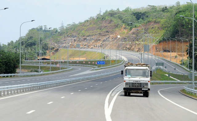 China approves $1 bn loan for Sri Lanka expressway