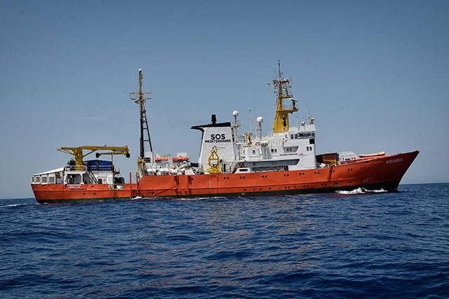 Après une semaine d'errance, les migrants de l'Aquarius arrivent en Espagne