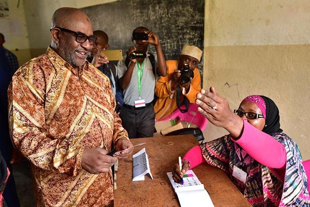 Comores: le référendum qui renforce les pouvoirs du président plébiscité