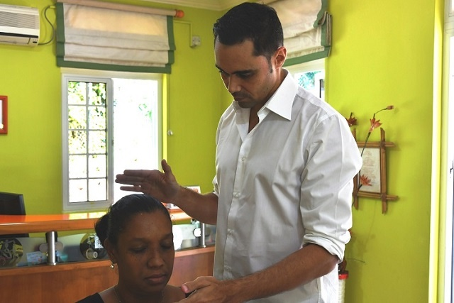 A new way to mend the body available in Seychelles: energy healing
