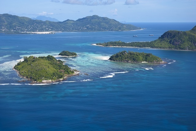 Les autorités élaborent un plan pour renflouer un bateau kenyan immobilisé sur un récif aux Seychelles