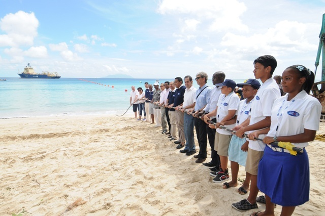 Seychelles signs contract for second underwater communications cable to open in 2020