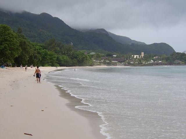 Une plage immaculée et exempte de détritus fait que les Seychelles reçoivent la première désignation de «drapeau blanc» dans la région