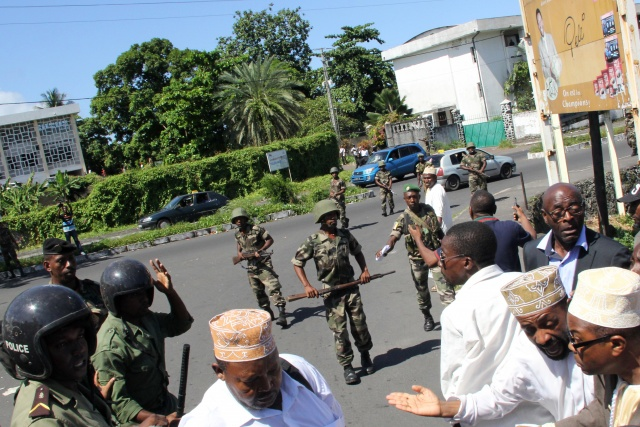 Civilians flee Comoros bloodshed as govt forces reinforced