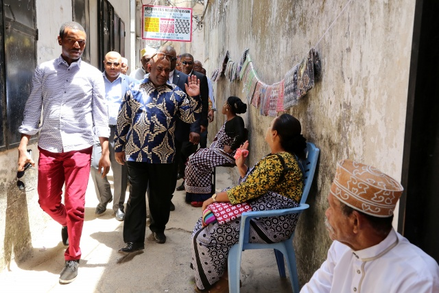Comoros president visits area seized from rebels