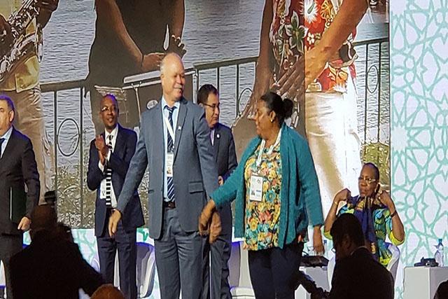 Le maire de Victoria aux Seychelles chante l'unité entre les villes africaines