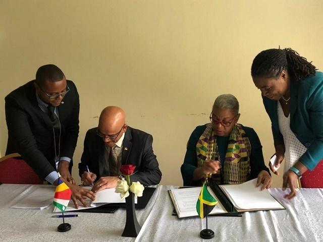 En quête de nouveaux secteurs touristique et commercial, les Seychelles signent des accords aériens avec 8 pays