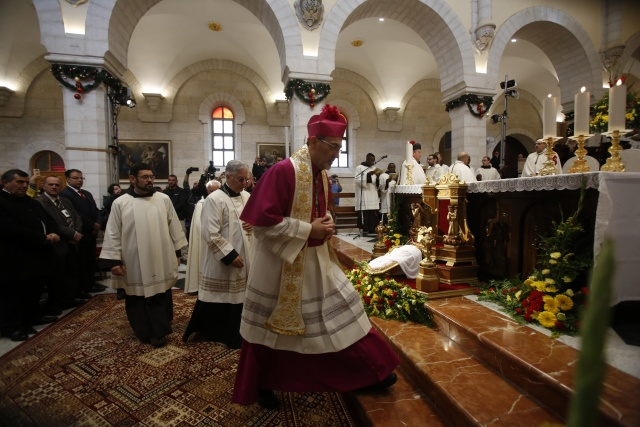 Pope assails greed, pilgrims celebrate Christmas in Bethlehem