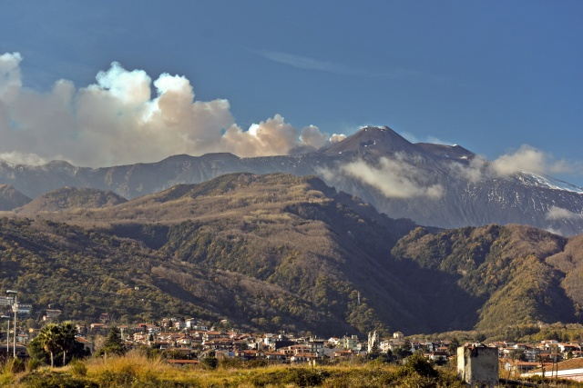 4.8 quake hits near Sicily's Mount Etna