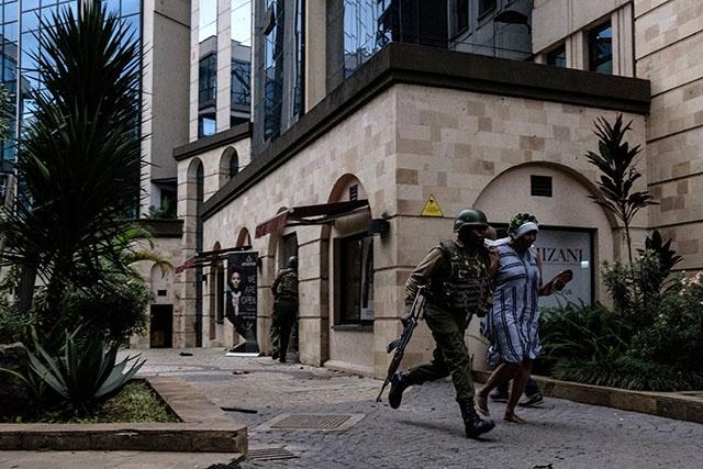 "Fin de l'attaque contre un complexe hôtelier au Kenya, les jihadistes ""éliminés"""