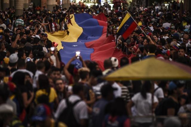 US, regional powers recognise Maduro opponent as Venezuela leader