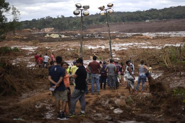 Search resumes at Brazil mine disaster site