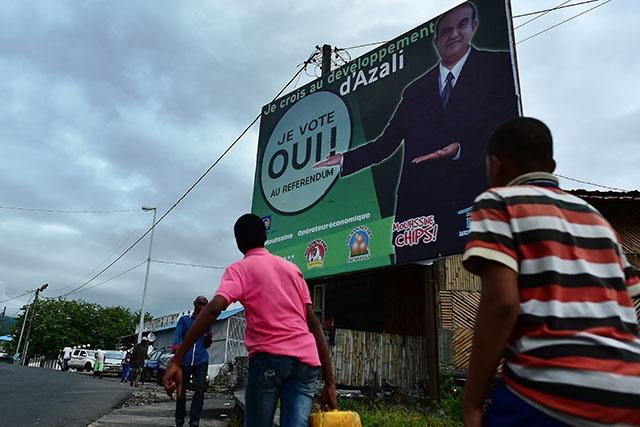 """Comores: l'opposition indignée mais sonnée après le """"coup tordu"""" du président"""