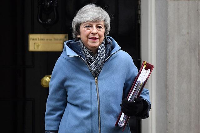 Brexit: May fragilisée dans ses discussions avec l'UE par une défaite au Parlement