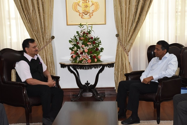 Indian official briefs Seychelles' president on progress of gov't buildings under construction
