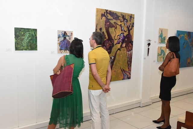 Explosion of colours, free-form animals: Artist opens new exhibit in Seychelles