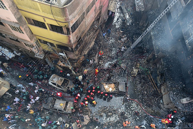 Bangladesh: au moins 70 morts dans un violent incendie à Dacca