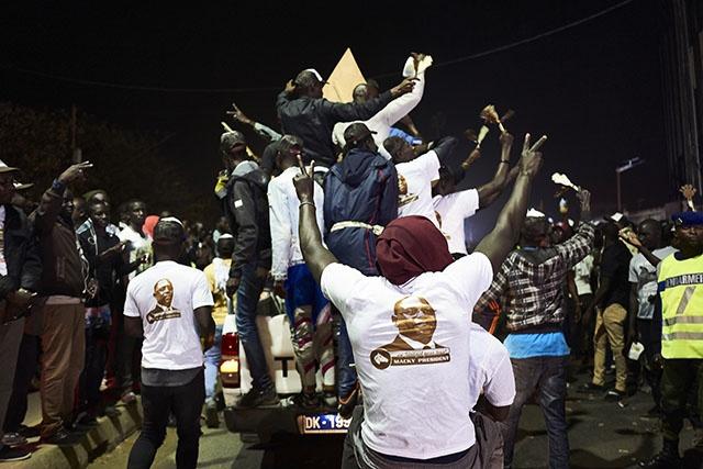 Sénégal: le camp du président Sall revendique une réélection dès le premier tour