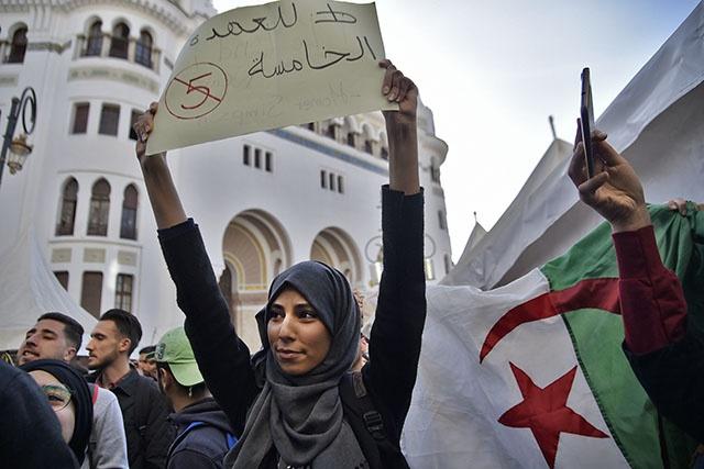 Algérie: les manifestations se poursuivent en dépit des promesses de Bouteflika
