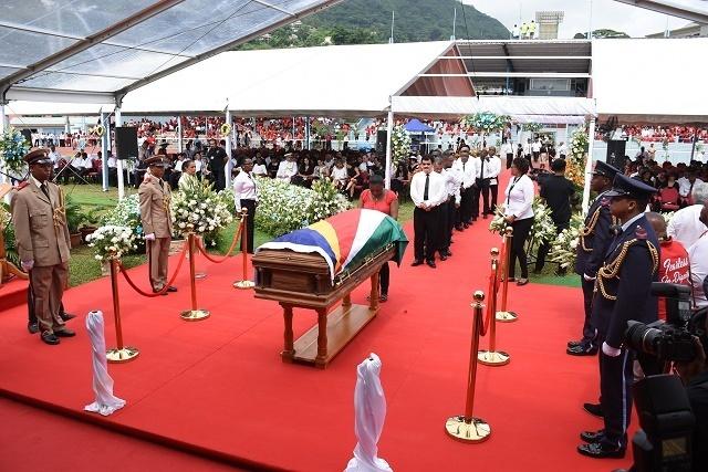 France Albert René, le plus ancien président des Seychelles, a été inhumé lors de funérailles Nationales