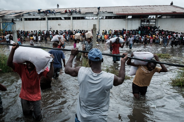 Aid agencies struggle to rescue Mozambique cyclone victims